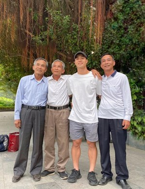 Công Phượng đã có mặt ở Việt Nam sau khi rời Bỉ