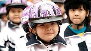 Tỷ lệ trẻ em đội nón bảo hiểm đạt hơn 70%