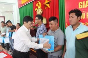 Khánh Hòa: Trao tặng 100 suất quà cho ngư dân