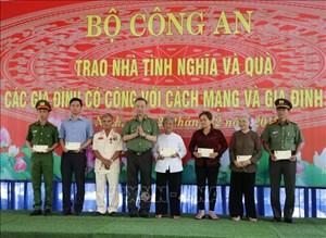 Bộ trưởng Tô Lâm thăm, tặng quà các gia đình chính sách ở Tây Ninh