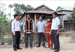Những đảng viên ưu tú ở buôn làng