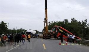TT-Huế: Tai nạn giữa 2 xe khách và xe đầu kéo, 7 người bị thương