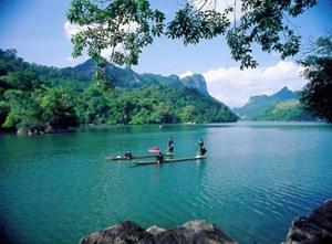 Gìn giữ vẻ đẹp hồ Ba Bể