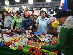 TP Hồ Chí Minh: Hàng trong siêu thị tăng hơn 30%