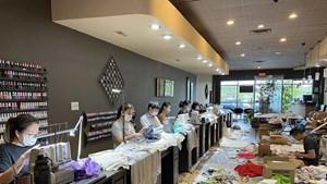 Người Việt tại Mỹ tặng khẩu trang, đồ bảo hộ cho bệnh viện