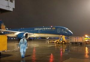 Sáng nay, 3 chuyến bay đưa công dân Việt Nam từ châu Âu hạ cánh xuống Vân Đồn