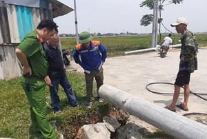 Hà Tĩnh: Một công nhân bị cột điện đè tử vong
