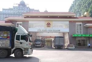 Lượng hàng hóa thông quan tại cửa khẩu với Trung Quốc tiếp tục tăng