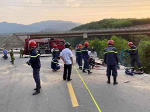 Thừa Thiên – Huế: Xe chở bê tông lao xuống vực, tài xế tử vong trong cabin
