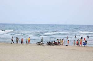 Đà Nẵng: Chưa cho phép người dân và du khách tắm biển trở lại