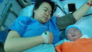 Bé sơ sinh nặng 5,1 kg ở Quảng Nam