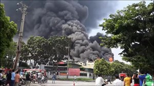 Hiện trường kho xưởng bị cháy gần trung tâm thương mại Aeon Mall Long Biên
