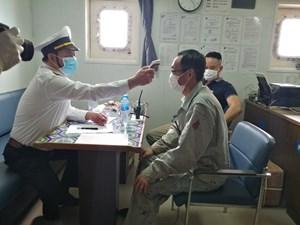 Quảng Bình: Tiếp nhận, cách ly 10 thuyền viên trên tàu hàng về từ vùng dịch