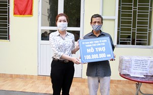 Mặt trậnTP Cẩm Phả trao nhà Đại đoàn kết cho hộ nghèo