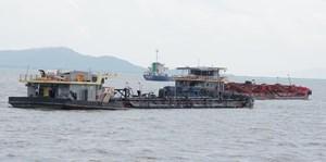 Bắc Ninh: Bắt quả tang 4 thuyền khai thác cát trái phép trên sông Cầu