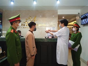 Công an Hà Nội tăng cường quản lý người nước ngoài phòng dịch