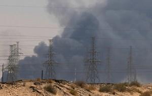 Các sơ sở dầu khí của Arab Saudi bị tấn công: Đe dọa chuỗi cung ứng dầu toàn cầu
