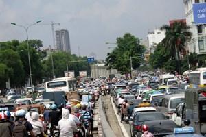 Thu phí ô tô vào trung tâm Hà Nội: Khó khả thi