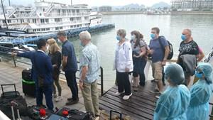 Phòng chống Covid-19: Quảng Ninh tạm dừng một số dịch vụ du lịch trong 2 tuần