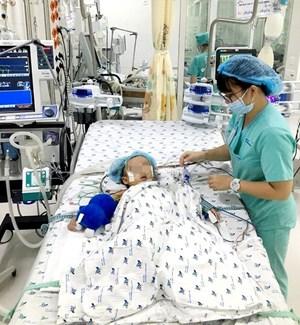 Cứu sống bé gái bị viêm phổi nặng, suy hô hấp nguy kịch