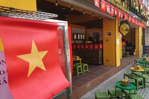 [ẢNH] Không khí cổ vũ bóng đá rạo rực khắp Hà Nội