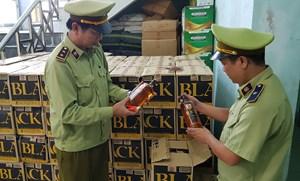 Quảng Bình: Phát hiện vụ vận chuyển trái phép hơn 3.100 chai rượu ngoại