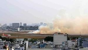 Máy bay nổ lốp tại sân bay Tân Sơn Nhất