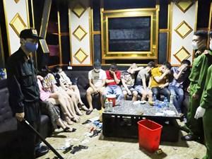 Bắt quả tang 76 'nam thanh nữ tú' đang tổ chức tiệc ma túy