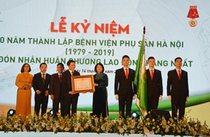 Bệnh viện Phụ sản Hà Nội đón nhận Huân chương Lao động hạng Nhất
