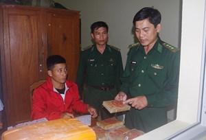 [VIDEO] BĐBP tỉnh Quảng Nam kiểm tra 24 bánh nghi là heroin