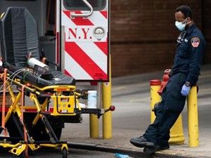 Gần 2 triệu người mắc Covid-19, Mỹ vượt Ý về số ca tử vong