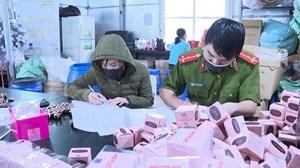Hà Nội: Phát hiện hàng nghìn sản phẩm nước rửa tay, kem trị nám... sản xuất chui