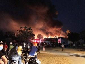 Quảng Ngãi: Cháy lớn tại cơ sở sản xuất đồ bằng nhựa, gỗ