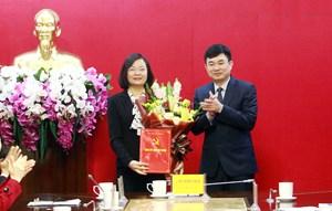 Trao quyết định bổ nhiệm Phó Chánh Văn phòng Tỉnh ủy Quảng Ninh