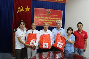 Khánh Hòa: Hội Chữ thập đỏ tỉnh tặng quà hội viên Hội truyền thống Trường Sơn - Đường Hồ Chí Minh