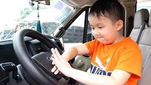 [VIDEO] Học sinh Hà Nội học kỹ năng thoát hiểm trên ôtô