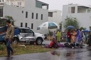Quảng Nam: Ô tô húc nhau, ba cha con đi xe máy thương vong