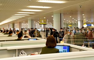 Gần 1.200 khách từ vùng dịch về sân bay Nội Bài trong ngày 20/3