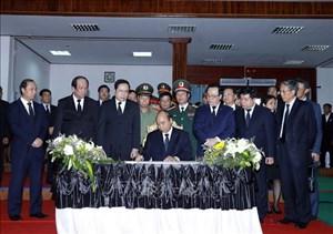 Thủ tướng Nguyễn Xuân Phúc viếng 'người bạn lớn của Việt Nam'
