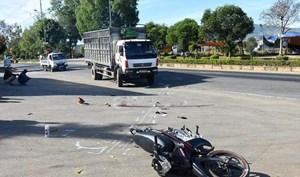 TP Hồ Chí Minh: Tai nạn giao thông nghiêm trọng, 2 người thương vong