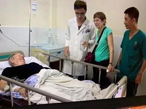 Cứu sống bệnh nhân quốc tịch Australia
