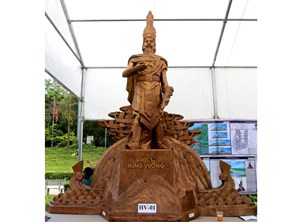 Cần sớm có mẫu tượng Hùng Vương