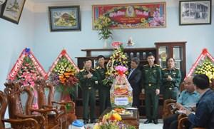 MTTQ tỉnh Gia Lai thăm, chúc mừng nhân Ngày thành lập Quân đội Nhân dân Việt Nam