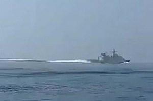 'Sốt' video tàu Iran rượt đuổi chiến hạm nghi của Anh trên Eo biển Hormuz