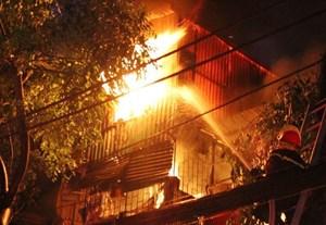 Điều tra nguyên nhân nữ sinh tử vong trong ngôi nhà bốc cháy