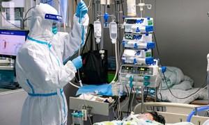 Chạy đuổi vaccine trong bão Covid