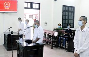 Hành hung cán bộ phòng, chống dịch, 4 đối tượng lĩnh 30 tháng tù giam
