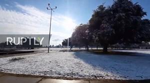 Iraq: Tuyết rơi bất ngờ, phủ trắng thủ đô Baghdad
