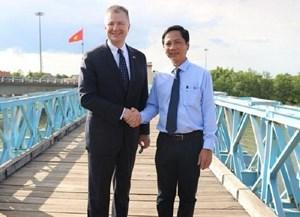 Cái bắt tay lịch sử giữa cầu Hiền Lương-Bến Hải