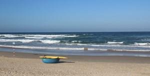 Quảng Nam: Tắm biển, một du khách nước ngoài bị sóng cuốn trôi mất tích
